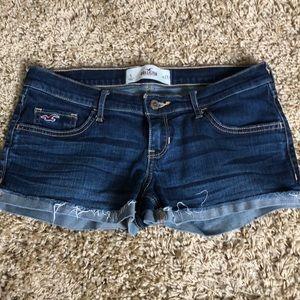 NWOT Hollister Size 5 Dark Wash Shorts